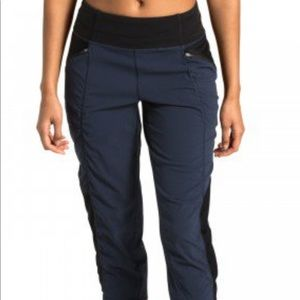 North Face On The Go Navy Mid-Rise Crop Pant-NWOT